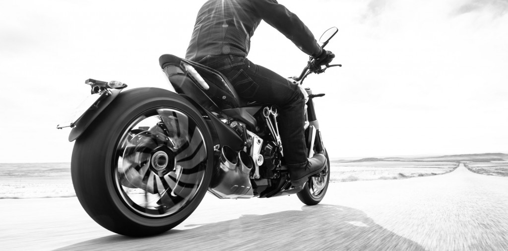 Xdiavel_Driving6